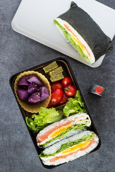 bento onigiri sandwich onigirazu pour Joli bento