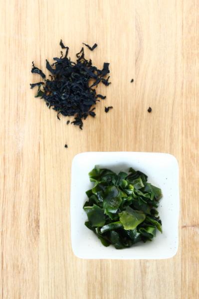 algue japonaise wakame séchée et réhydratée
